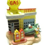 9013-Fishville-Gas-Station-Fish-Tank-Ornament-0